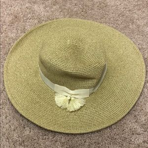 Brand new yellow and white summer hat by Nine West